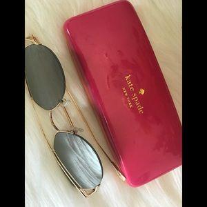 Kate Spade New York case w/ FREE sunglasses